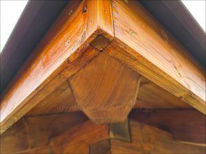Dřevěný zahradní altán