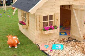 domek pro děti ze dřeva