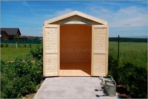 Malá dřevěná chatka na nářadí