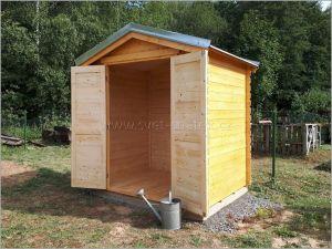 Dřevěná chatka na nářadí
